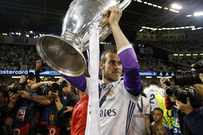 Real Madrid's Gareth Bale celebrate with the trophy after winning the UEFA Champions League Final.