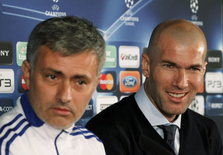 Jose Mourinho (L) and former French player Zinedine Zidane.