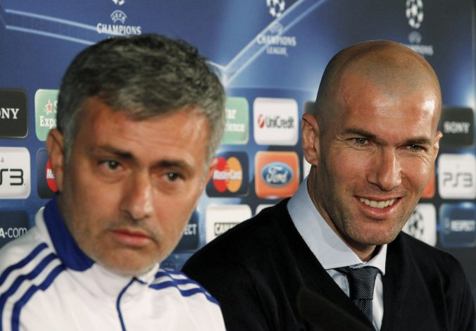 Jose Mourinho (L) and former French player Zinedine Zidane.