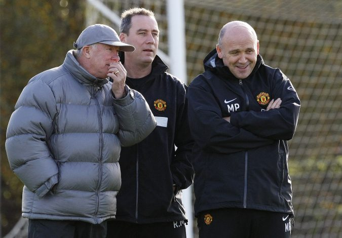 Sir Alex Ferguson (L) talks with coaches Mike Phelan (R) and Rene Meulensteen during a training session.