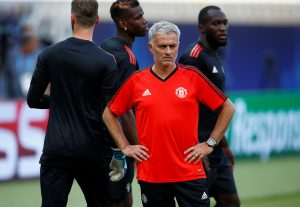 Jose Mourinho with David De Gea, Paul Pogba and Romelu Lukaku during training.