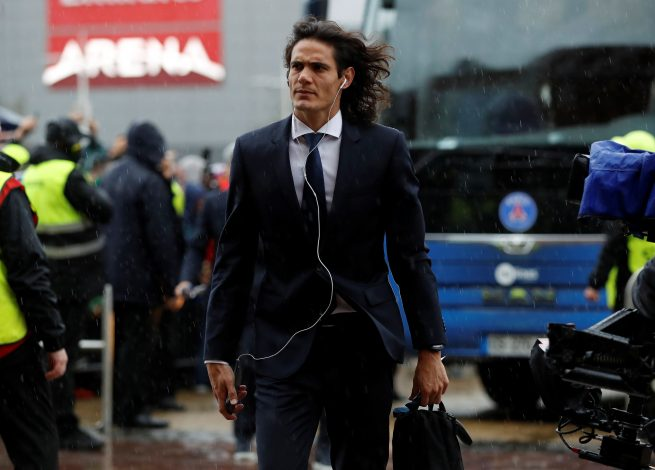 Paris Saint-Germain's Edinson Cavani arrives at the stadium before the match.
