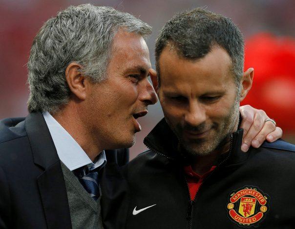 Ryan Giggs (R) listens to Jose Mourinho.