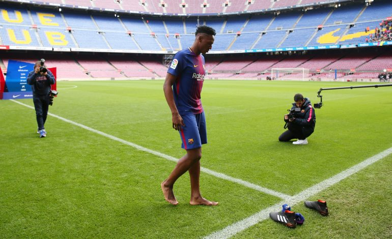 FC Barcelona's new signing Yerry Mina walks out onto the pitch during the presentation.