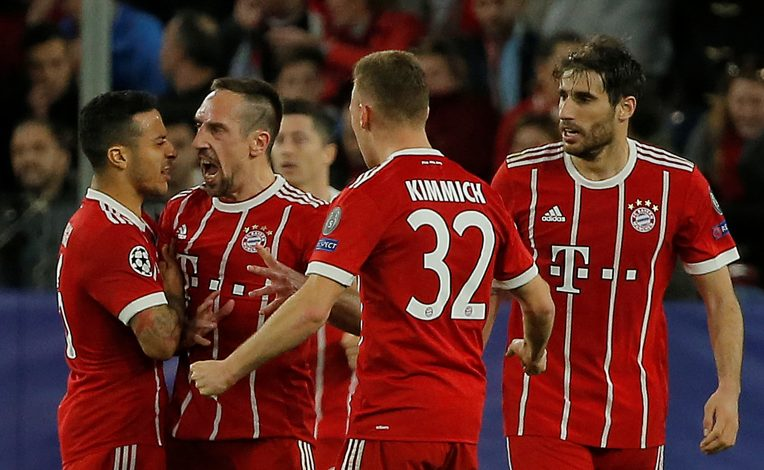 Bayern Munich's Franck Ribery celebrates with Thiago Alcantara, Joshua Kimmich and Javi Martinez.