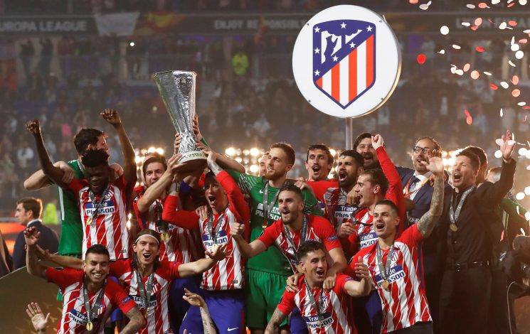 Atletico Madrid's Gabi and Fernando Torres lift the trophy as they celebrate winning the Europa League.