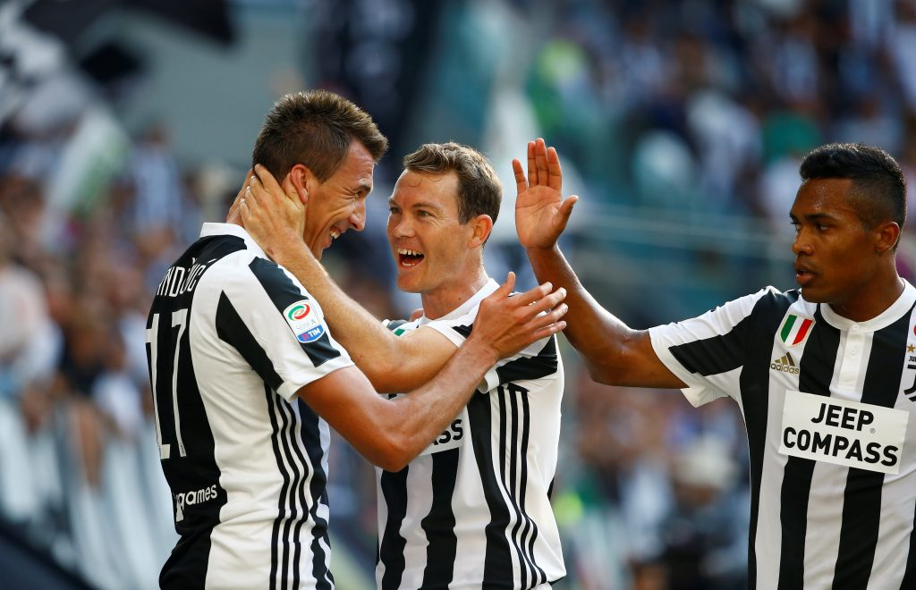 Juventus' Mario Mandzukic celebrates scoring their first goal with Stephan Lichtsteiner.