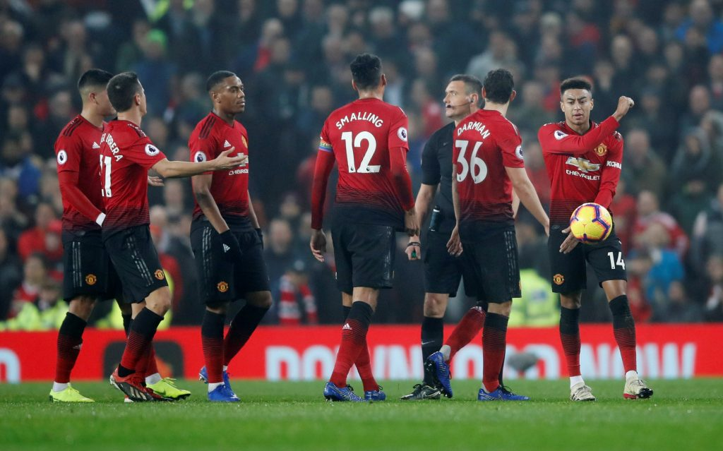 Anthony Martial, Jesse Lingard and team mates look dejected.