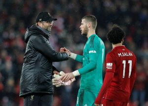 Liverpool manager Jurgen Klopp shakes hands with David de Gea.