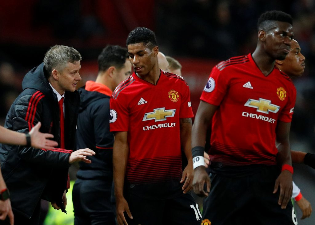 MUFC interim manager Ole Gunnar Solskjaer gives instructions to Marcus Rashford.