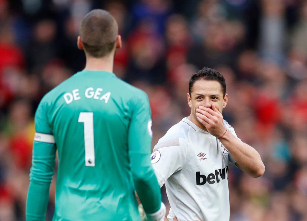Javier Hernandez speaks with David de Gea before Paul Pogba scored their first goal.