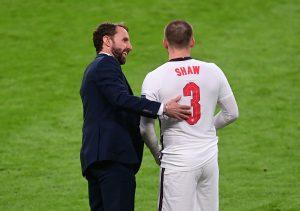 England manager Gareth Southgate speaks to Luke Shaw.