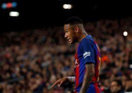 Football Soccer - Barcelona v Malaga - Spanish La Liga Santander - Camp Nou stadium, Barcelona, Spain - 19/11/16. Barcelona's Neymar reacts. REUTERS/Albert Gea - RTSSEN2