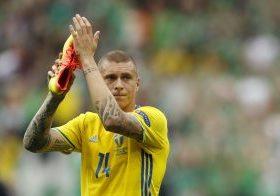 Sweden's Victor Lindelof applauds fans after the game.