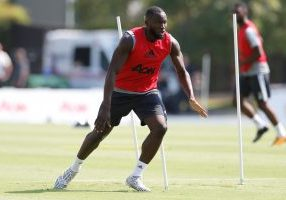 Manchester United's Romelu Lukaku trains.
